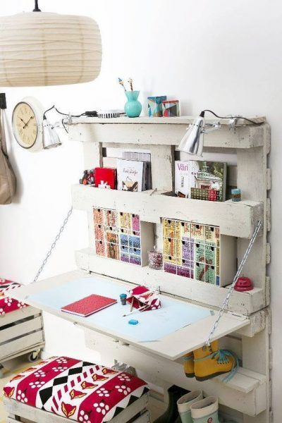 Diy Pallet Shelves With Desk