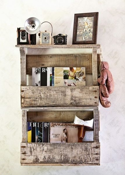 Reclaimed Pallet Book Shelves