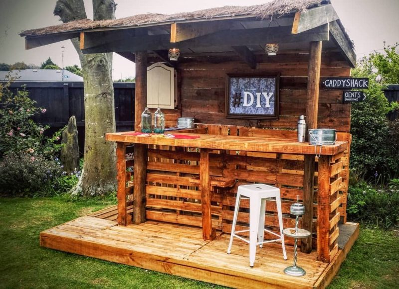 DIY Outdoor Pallet Bar Ideas With Roof
