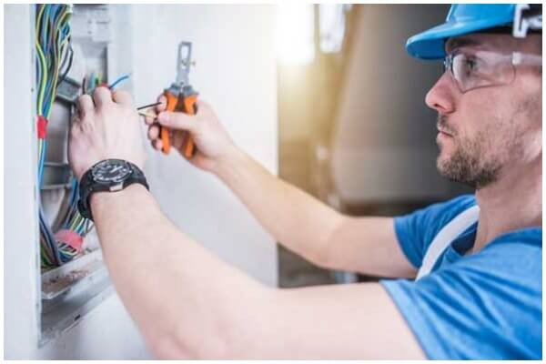 5 Signs You Should Call An Emergency Electrician