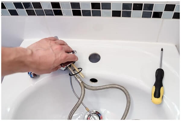 A Guide To Resolving Plumbing Issues Before Calling Plumbing Services